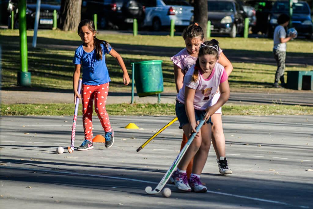 Hockey- Actividades Polideportivo - Municipalidad de Hurlingham